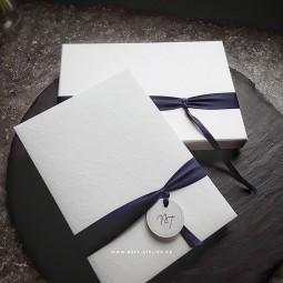 Individuelle Hochzeitseinladung in Box | ganz in weiß
