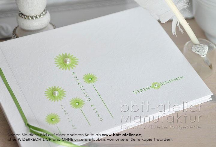 h bschen hochzeutsg stebuch mit gr nen perlenbesetzten bl ten bbft atelier. Black Bedroom Furniture Sets. Home Design Ideas