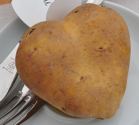 Herzkartoffeln in Kombination mit unseren Blatt-Tischkarten sorgen garantiert für Herzklopfen